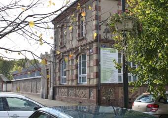 2 vue depuis la place de la mairie formatweb 341x240 - Orbec